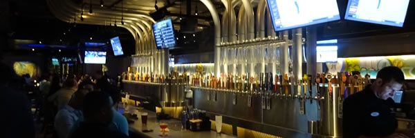 Yard House bar at Linq
